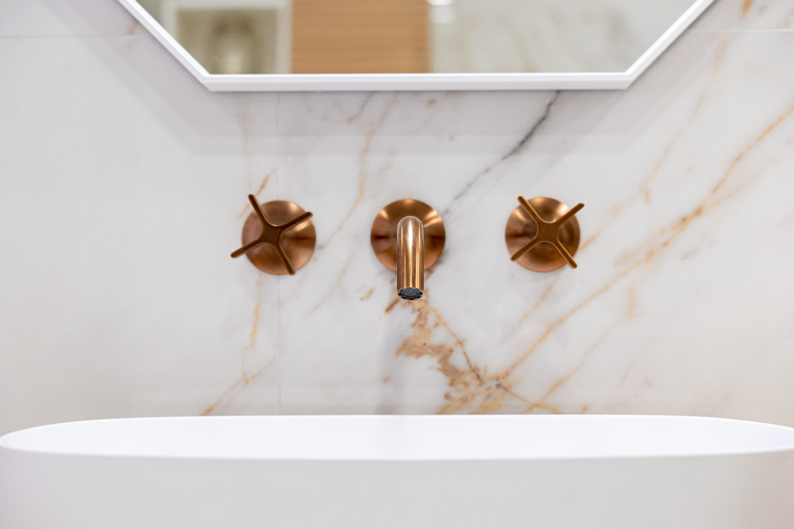 ensemble salle de bain robinet doré